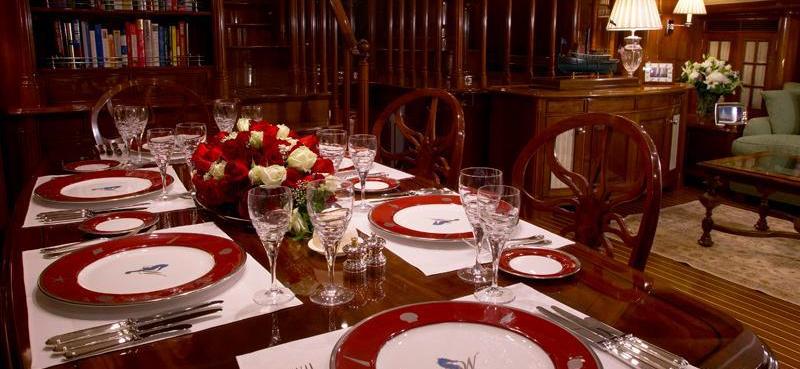 formal-dining-whisper